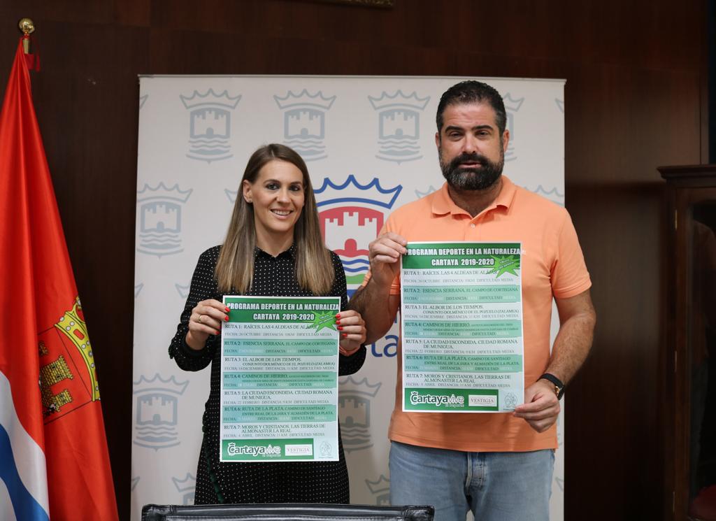 Presentación del programa municipal de senderismo 2019-2020, en el salón de plenos del Ayuntamiento de Cartaya.