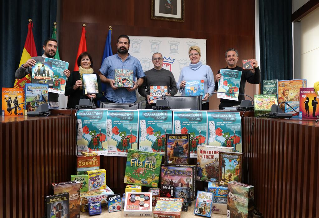 El Salón de Plenos del Ayuntamiento de Cartaya acoge la presentación de las I Jornadas de Juegos de Mesa 'Cartaya juega'