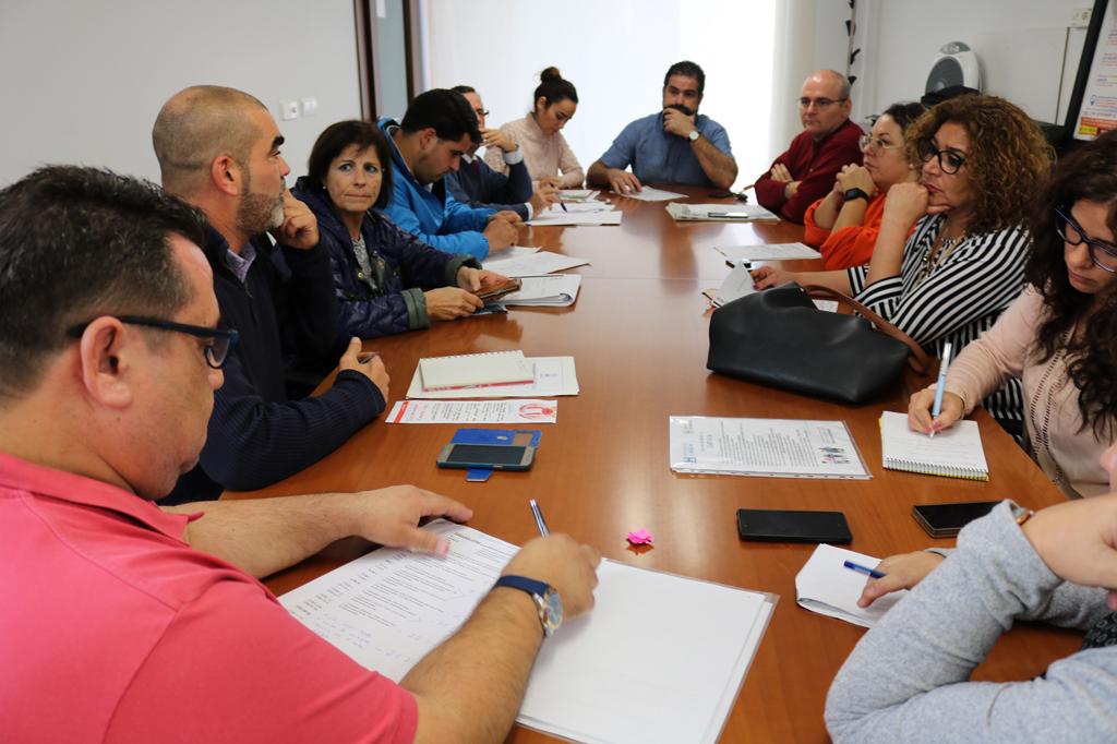 Reunión de Ayuntamiento y empresarios para coordinar la campaña navideña 2018