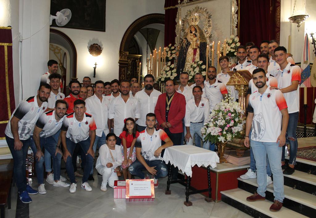 Ofrenda de la A.D. Cartaya a la Patrona de la localidad, Ntra. Sra la Virgen del Rosario, en el transcurso de la Novena en su honor.