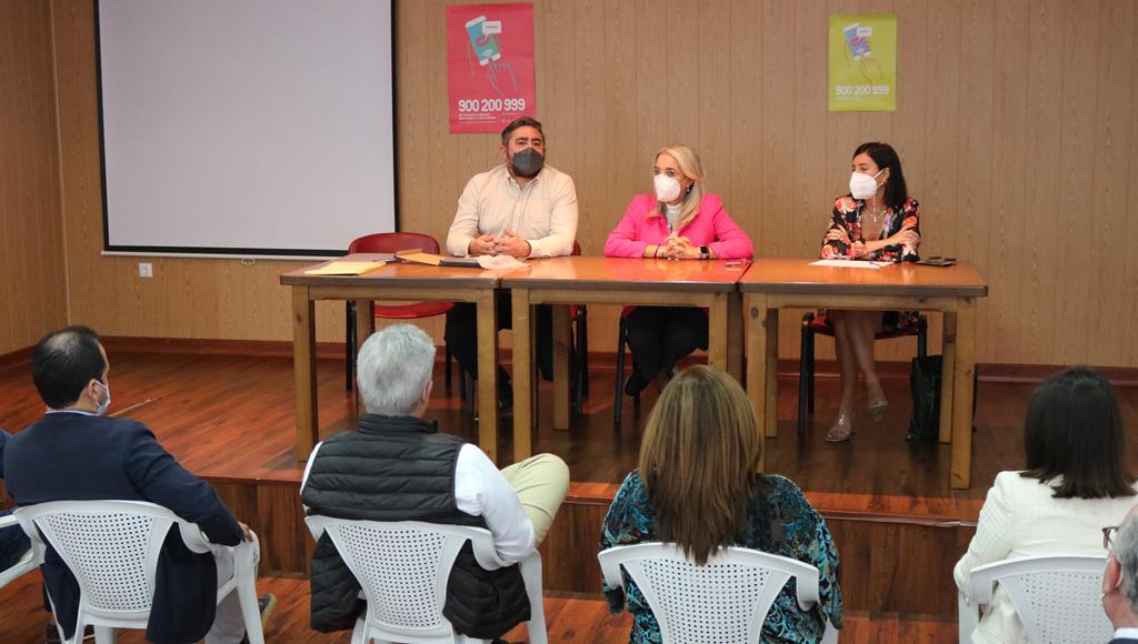 Una treintena de secretarios, interventores y tesoreros de la provincia celebran en Cartaya su asamblea y el día de su Patrona