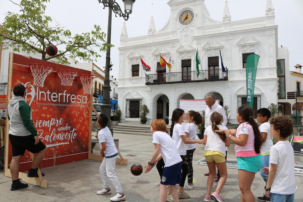Actividad de deporte infantil en la Plaza Redonda.