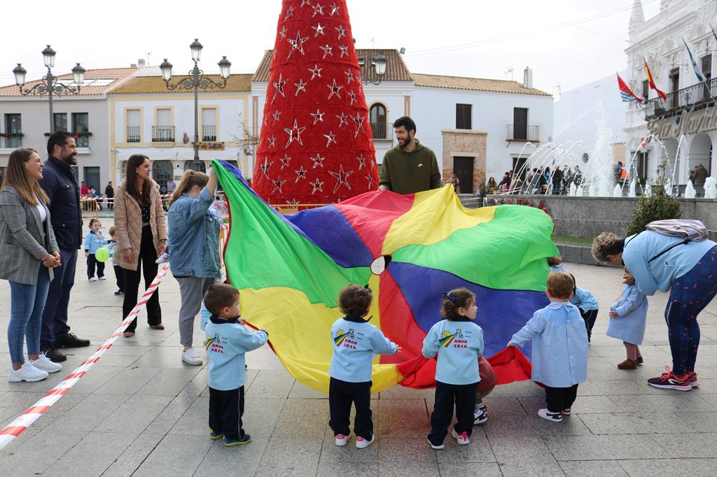 El Ayuntamiento de Cartaya celebra el Día de la Infancia en la Plaza Redonda, con la colaboración de las Escuelas Infantiles de la localidad.