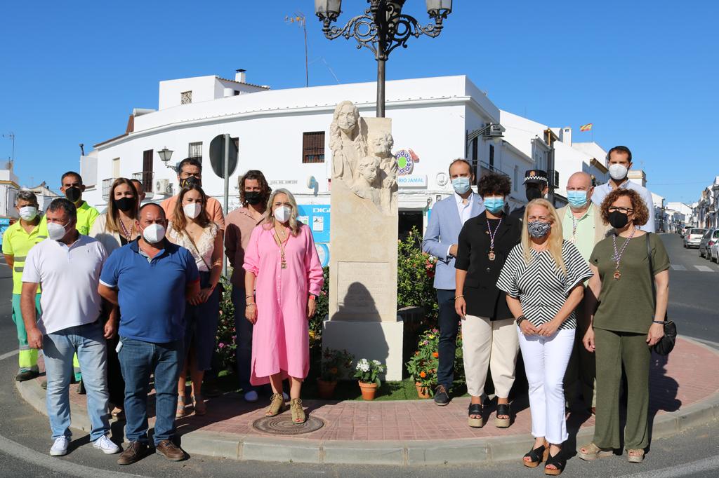 """El Ayuntamiento reconoce con una escultura """"el esfuerzo, el trabajo y la generosidad del pueblo de Cartaya durante la pandemia"""""""