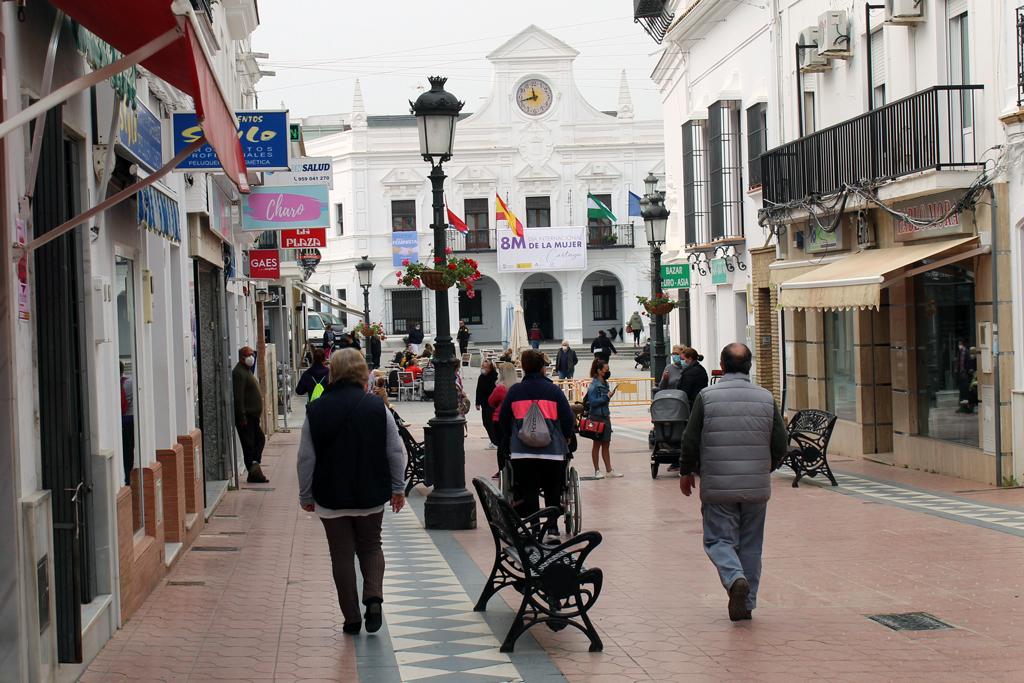 El Ayuntamiento de Cartaya informa que comercios y bares pueden ampliar sus horarios de apertura hasta las 21:30 horas a partir de las 00:00 horas de la medianoche del viernes al sábado.