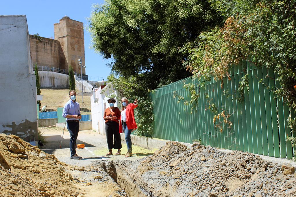 Comienzan las obras de adecentamiento y embellecimiento de la calle trasera al parque El Castillo